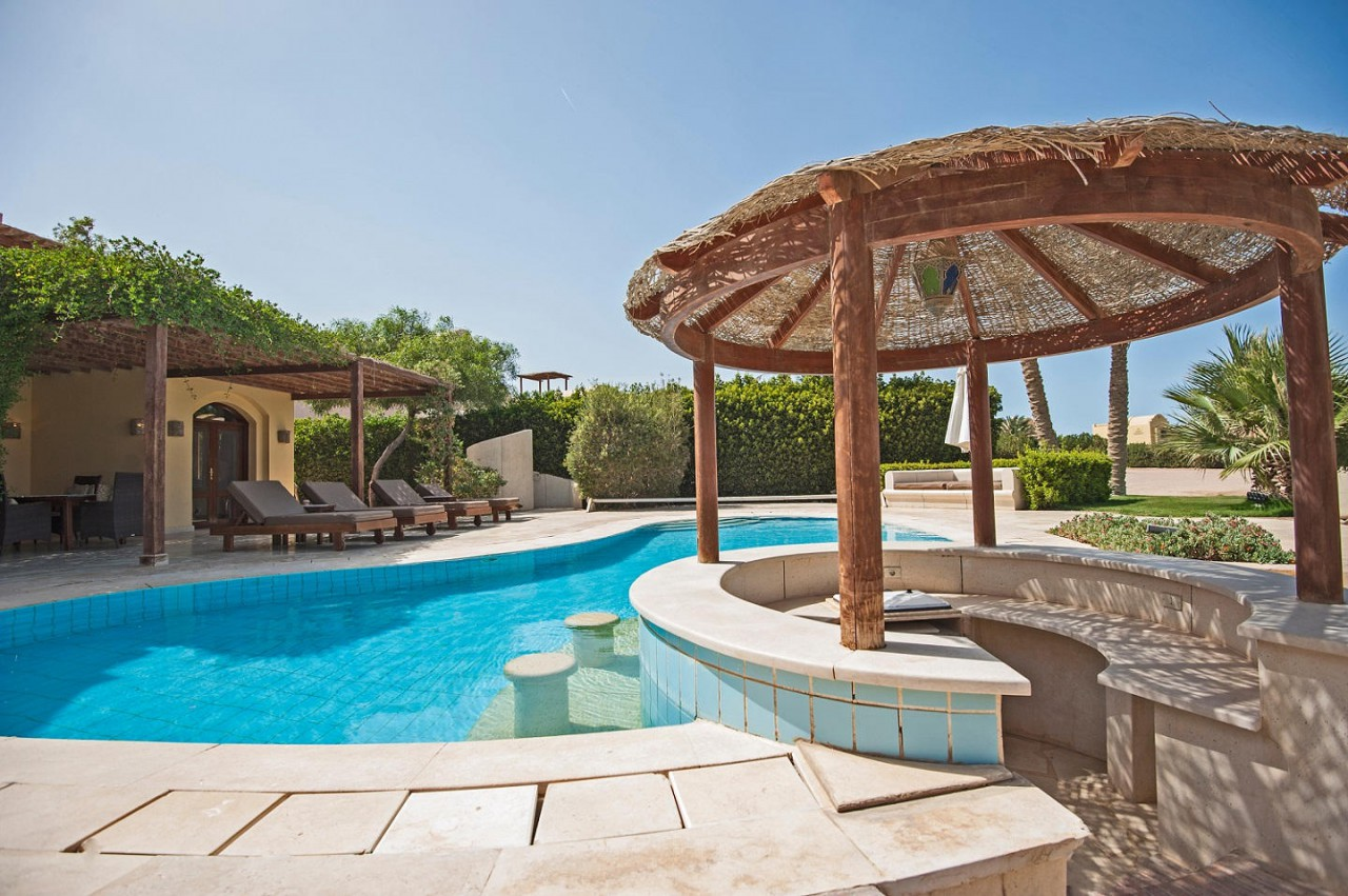 5 Pool Bar Ideas That Utilize Natural Stone & Minerals